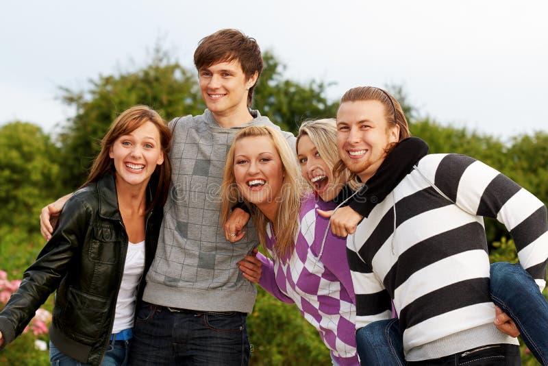 Download Vijf vrienden stock foto. Afbeelding bestaande uit gelukkig - 10782428