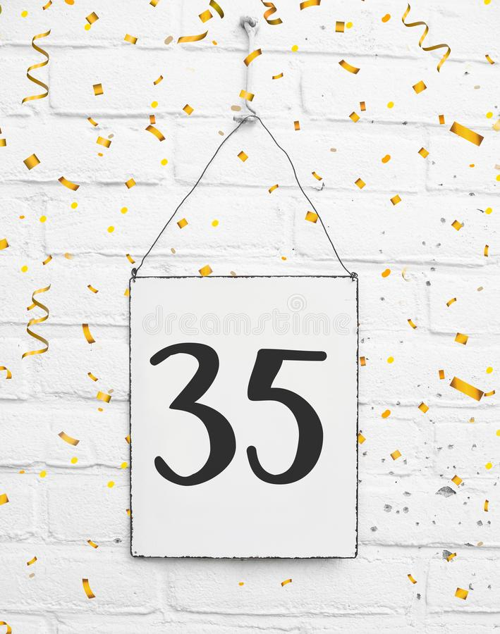 35 vijfendertig van oude de partijjaar congratulati van de verjaardagsverjaardag royalty-vrije stock afbeelding