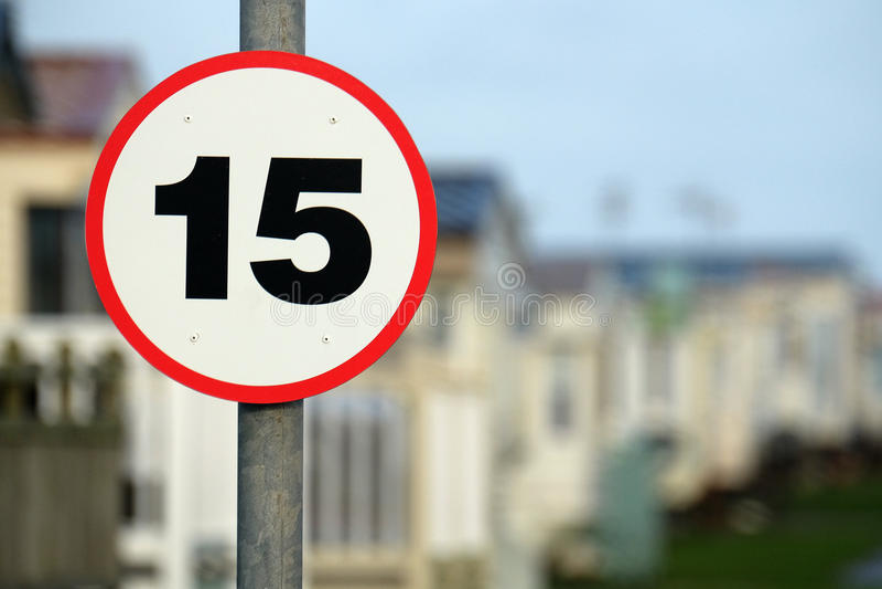 Vijftien mijl per het teken van de uurmaximum snelheid stock foto's