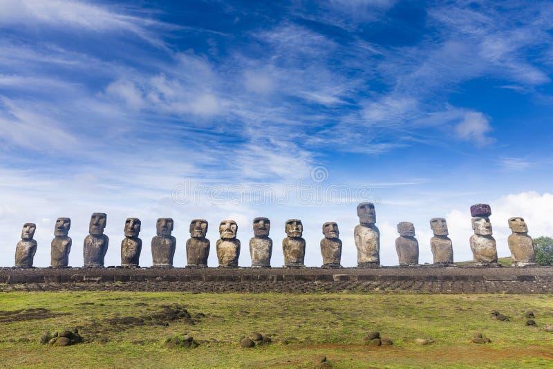 Vijftien Moai-standbeelden op een rij royalty-vrije stock fotografie