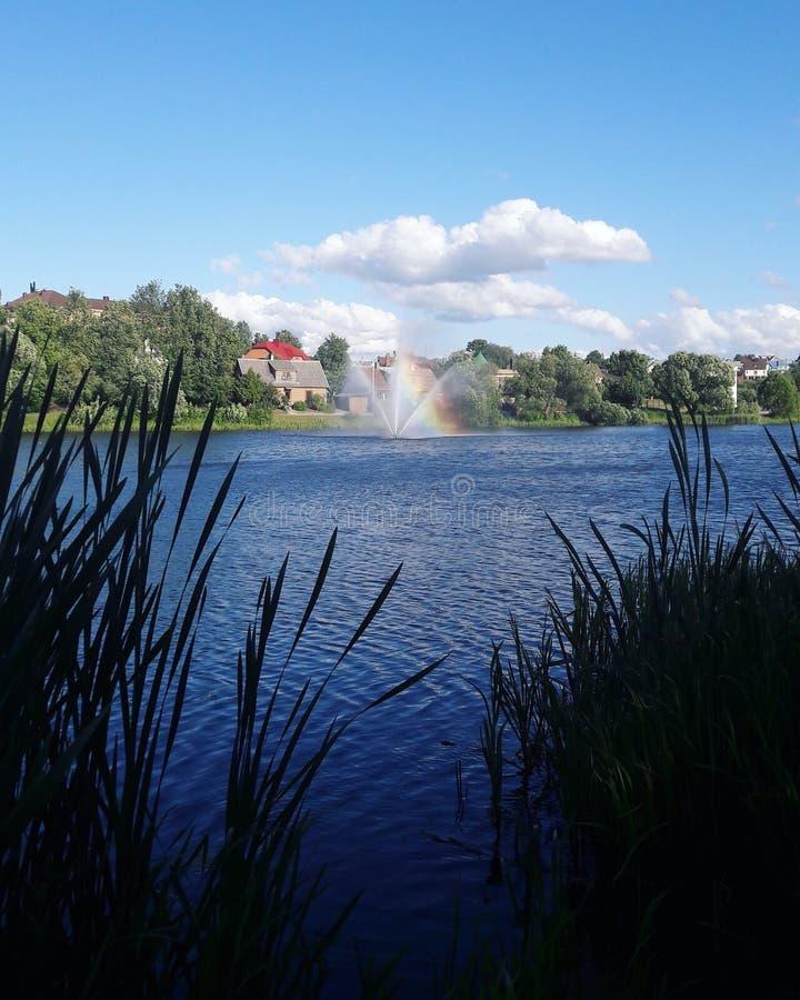 Vijver met Regenboog royalty-vrije stock foto's