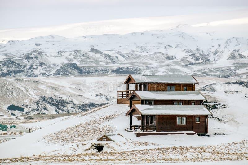 VIK/ICELAND - 2 FÉVRIER : Vue des chalets en bois chez Vik Iceland dessus images libres de droits