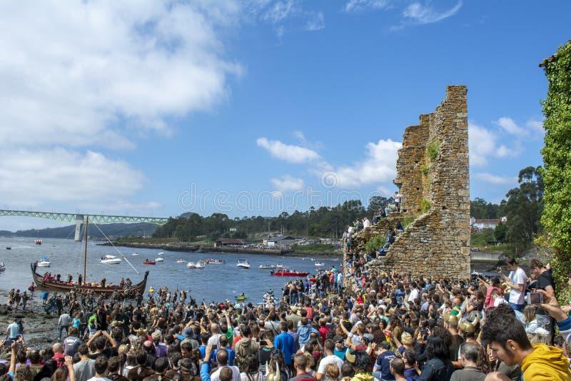 Viking-Ausschiffung in Catoira stockfoto
