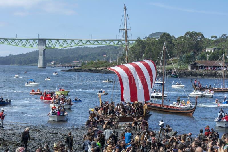 Viking-Ausschiffung in Catoira stockbilder