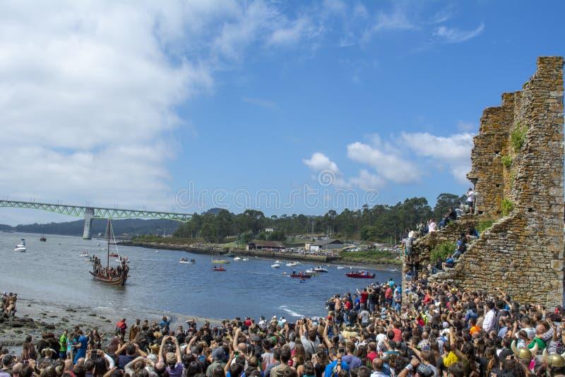 Viking-Ausschiffung in Catoira lizenzfreie stockfotos