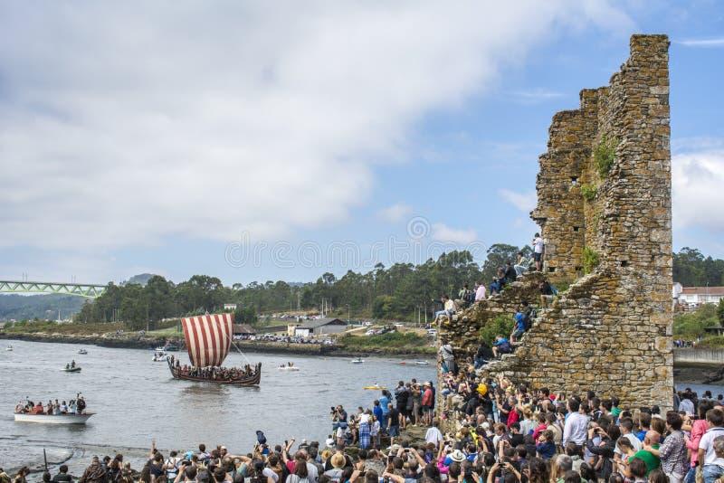 Viking-Ausschiffung in Catoira lizenzfreie stockbilder