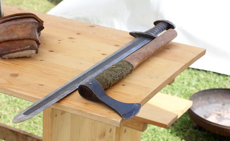 Viking ax i kordzik zdjęcia royalty free