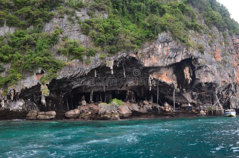Viking Cave på Phi Phi Islands, Thailand arkivbild