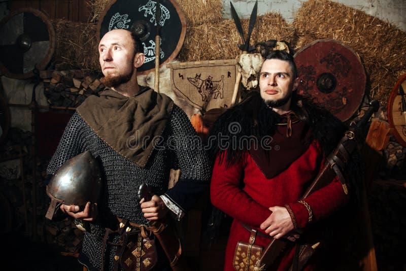 Viking-het weer invoeren van het het zwaardrek van zwaardhandvatten smeedt van het de strijderswapen van Smith van de de uitrusti stock foto's
