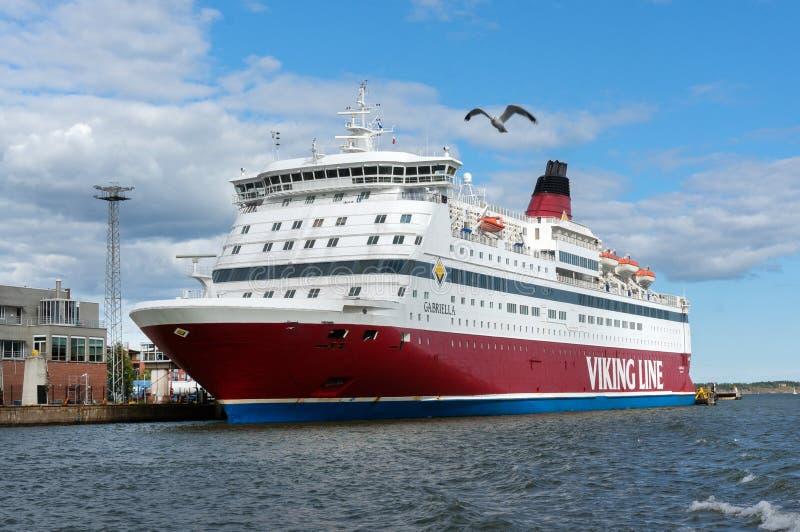 Viking Line Ferry vai ao porto de Helsínquia fotos de stock royalty free