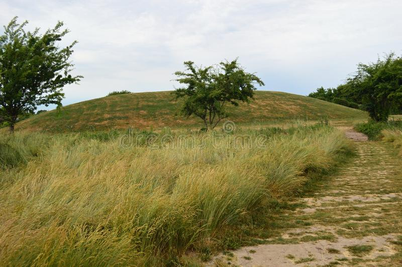 Viking Ship Burial Mound Ladby royaltyfri foto