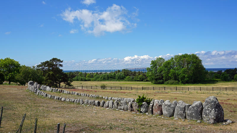 Viking stenskepp Gannarve, ö av Gotland, Sverige royaltyfri fotografi