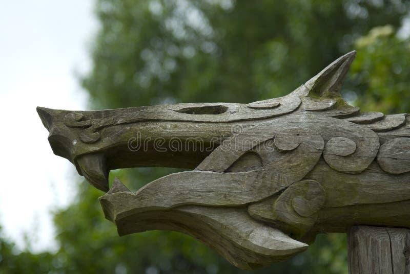 Viking träsnideri av det mytiska fät, Danmark royaltyfri foto