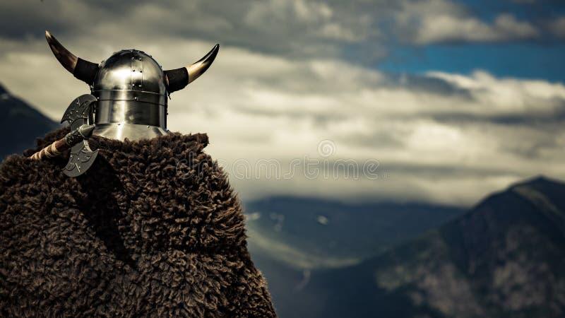 Viking wojownik na fjord brzeg, Norwegia obraz stock