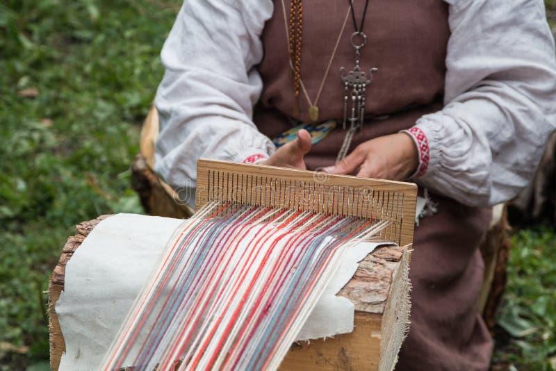 Vikingkvinnavävare arkivbild