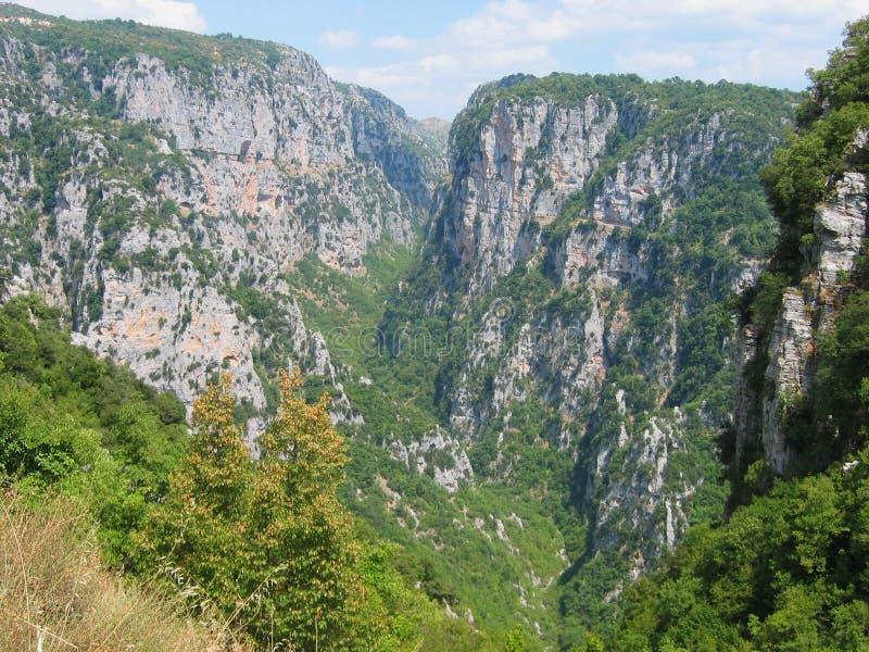 Vikos峡谷在Pindus山伊庇鲁斯同盟地区希腊 免版税图库摄影