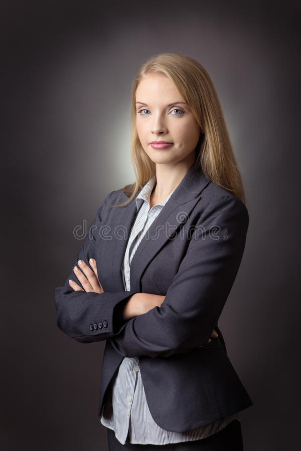 Vikta armar för affärskvinna royaltyfria bilder