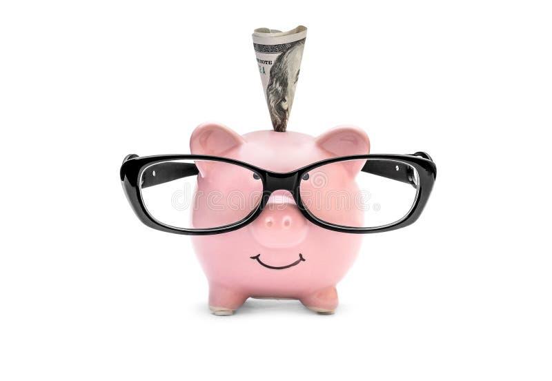 Vikta pengar i spargrisen med glasögon på vit bakgrund arkivbilder
