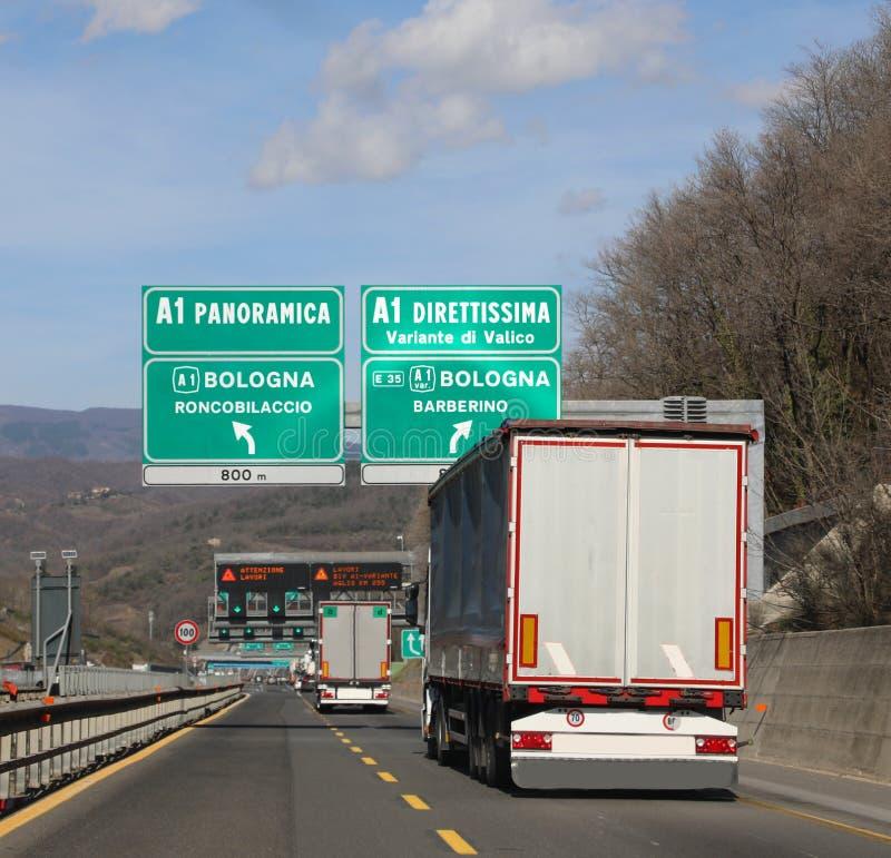 viktig vägföreningspunkt på centrala Italien på motorwayen royaltyfria bilder