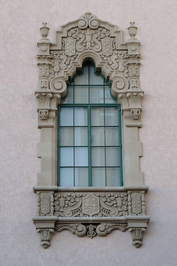 Viktorianischer Stein geschnitztes Fenster stockfotografie