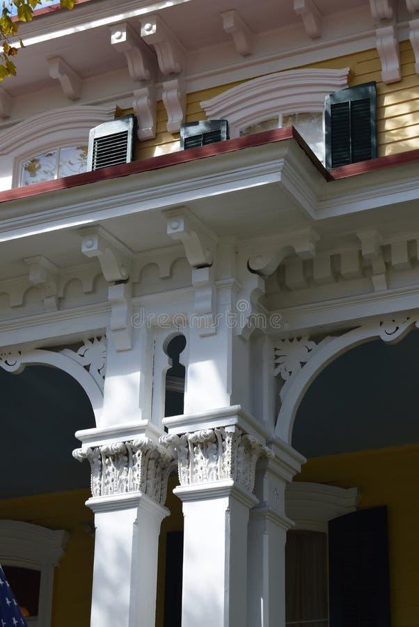 Viktoriansk arkitektur i Cape May som är nytt - ärmlös tröja arkivbilder