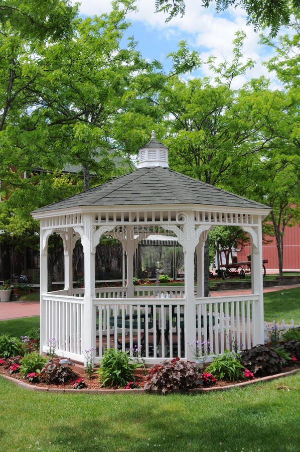 Viktoriansk stilGazebo i Mackinaw Michigan arkivbild