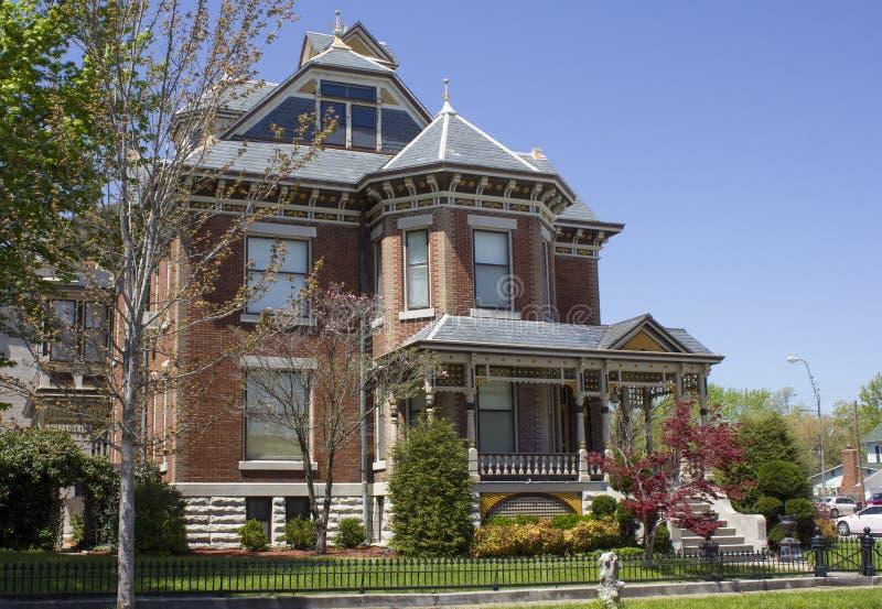 Viktorianskt hem för tegelsten royaltyfri foto