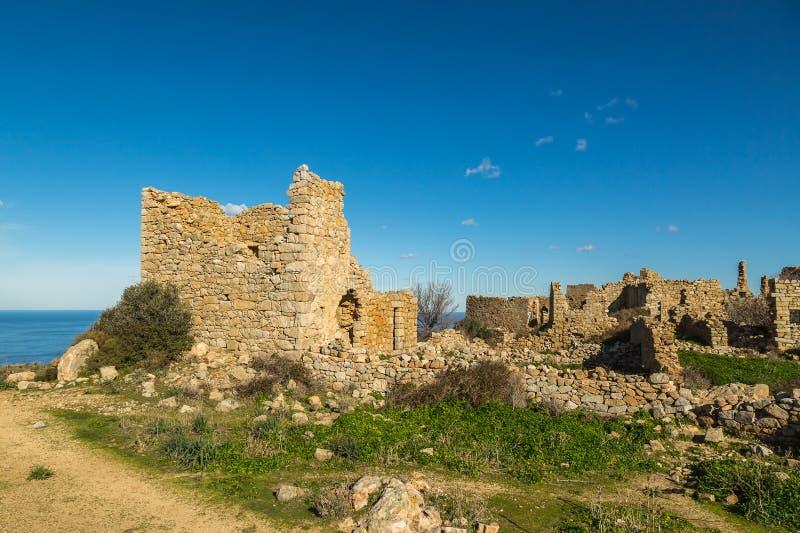 Vila abandonada de Occi perto de Lumio em Córsega foto de stock