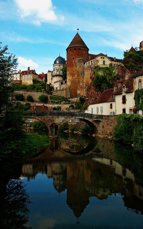 Vila antiga de Semur-en-Auxois, França imagem de stock