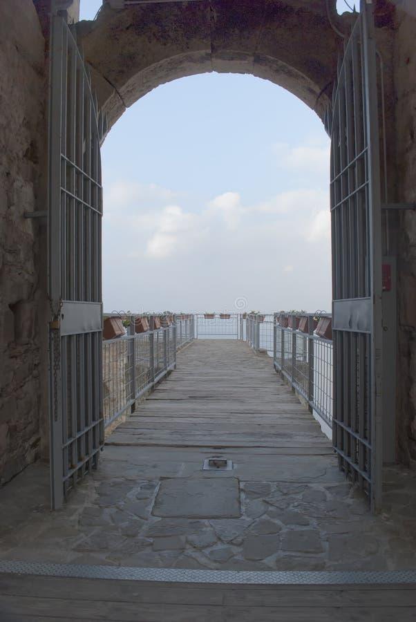 Vila antiga do castelo da porta de Agropoli imagem de stock royalty free