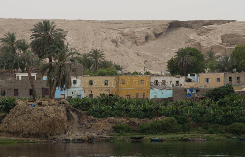 Vila ao longo do Nilo, Egito fotografia de stock royalty free