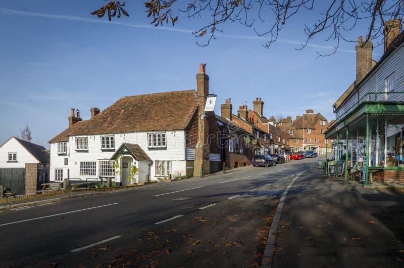 Vila bonita de Goudhurst, Kent, Reino Unido foto de stock