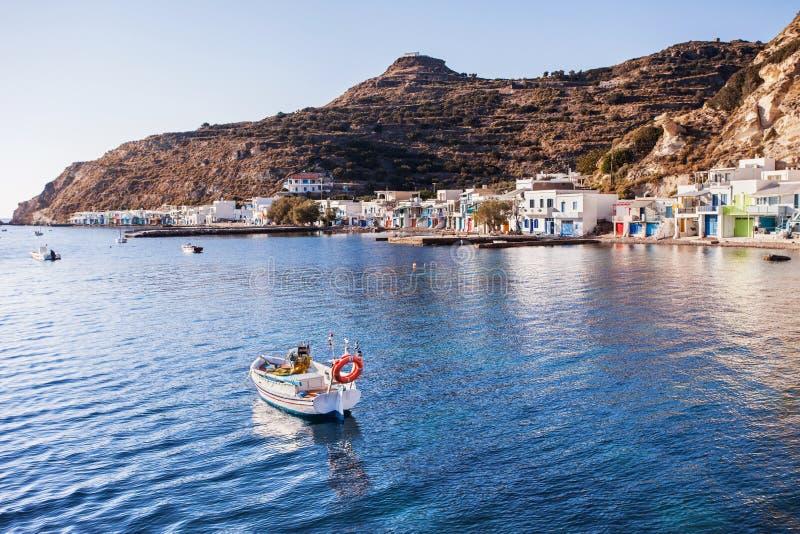 Vila bonita de Klima, Milos ilha, Cyclades, Grécia foto de stock