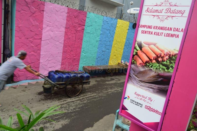 Vila brilhante do gás na cidade de Semarang fotos de stock