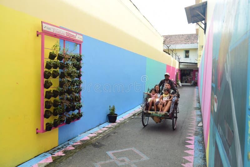 Vila brilhante do gás na cidade de Semarang foto de stock