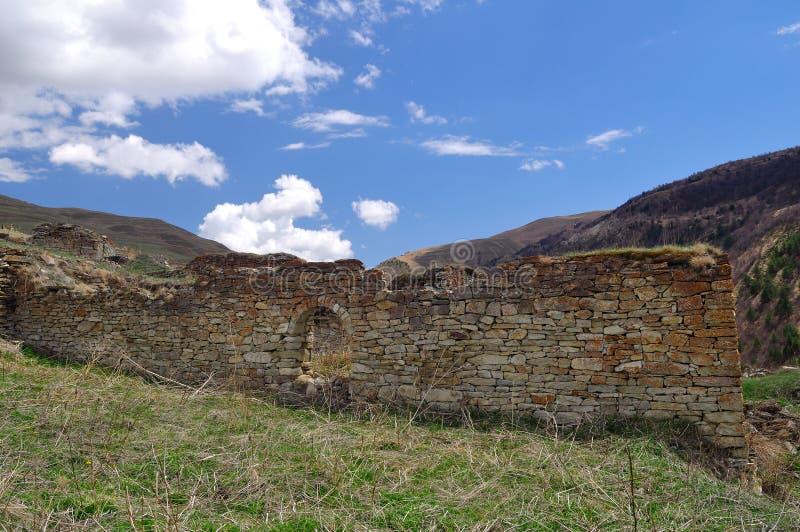 A vila chechena antiga de Khoy Rússia imagens de stock royalty free
