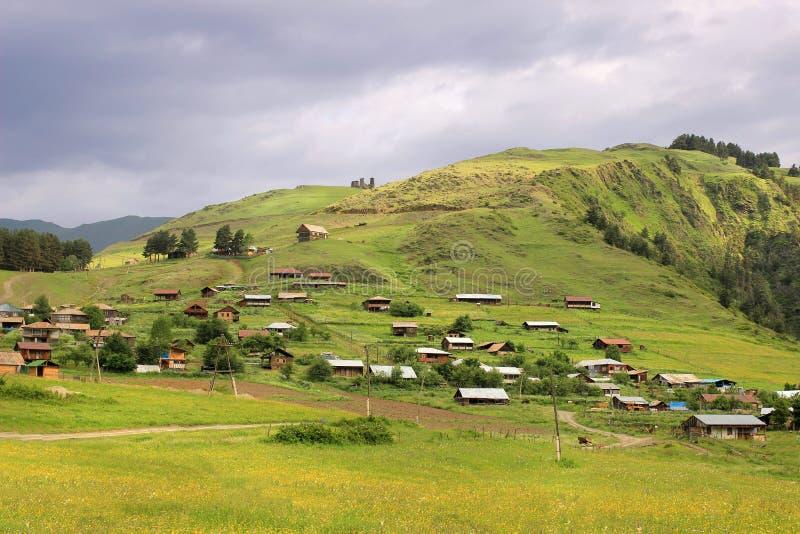 Vila com as torres, região de Omalo de Tusheti (Geórgia) foto de stock royalty free