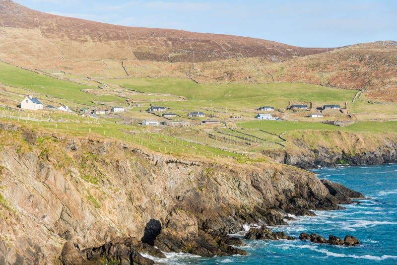 Vila costal irlandesa fotos de stock royalty free