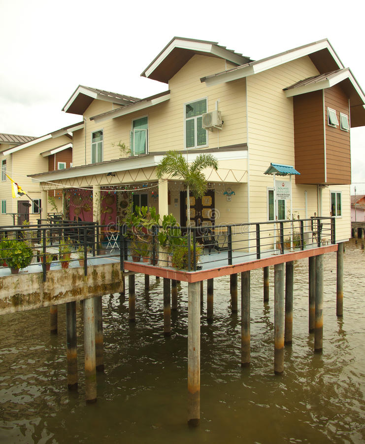 A vila da água de Brunei Darussalam chamou Kampong Ayer em Bandar Seri Begawan imagens de stock