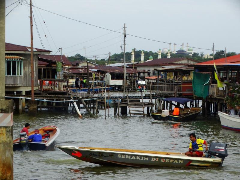 A vila da água ou o Kampung Ayer - vila na água em Bandar Seri Begawan, Brunei Darussalam fotos de stock