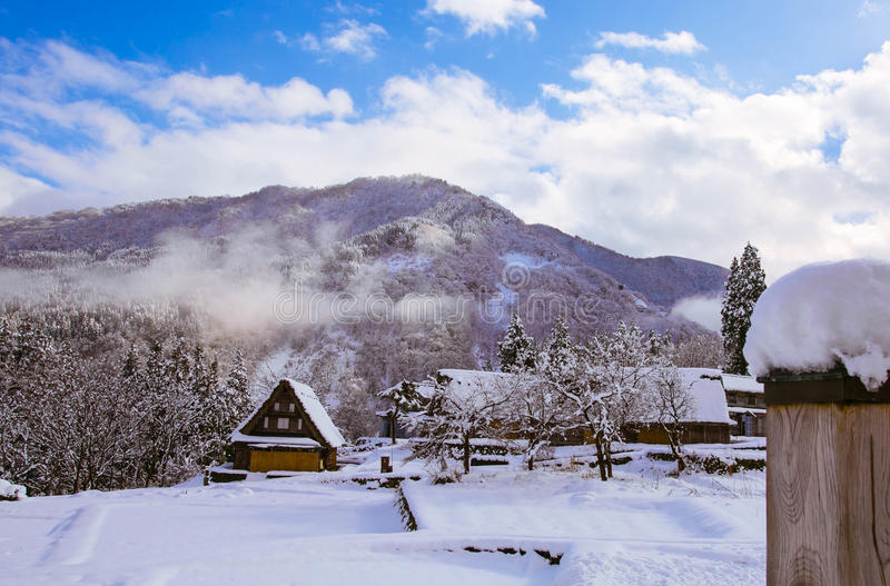 Vila da neve imagens de stock royalty free