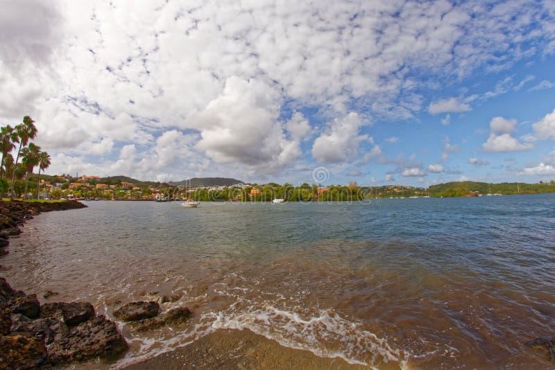 Vila das caraíbas de Les Trois Ilets no mar - Martinica imagens de stock
