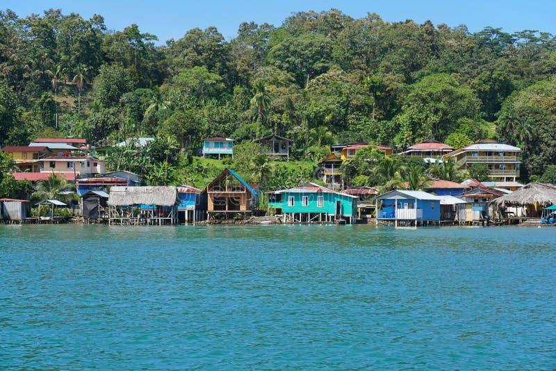 Vila das caraíbas litoral em Panamá foto de stock
