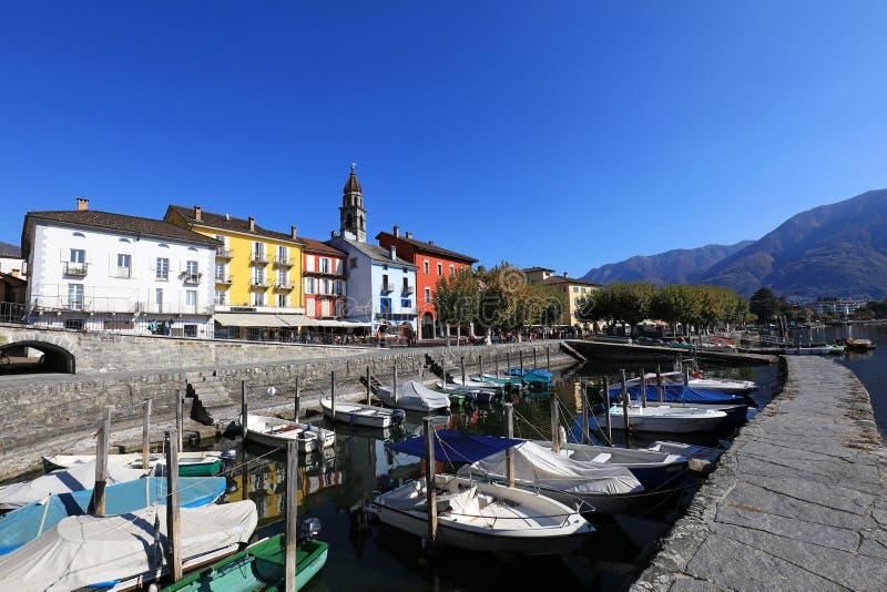 Vila de Ascona e de barcos fotos de stock royalty free