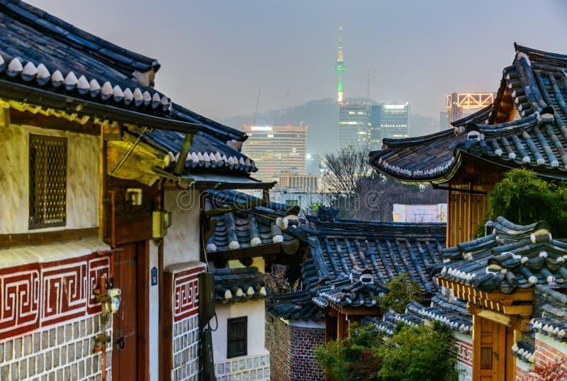 Vila de Bukchon Hanok, arquitetura coreana tradicional do estilo em S fotografia de stock