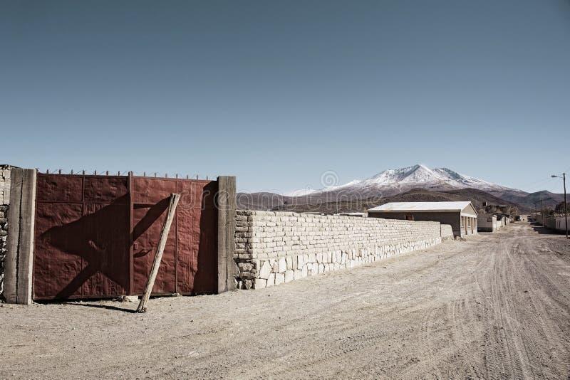 Vila de deserto minúscula de Atulcha em Salar de Uyuni imagens de stock