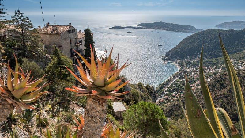 Vila de França Provenece Eze e jardim botânico mediterrâneos imagem de stock