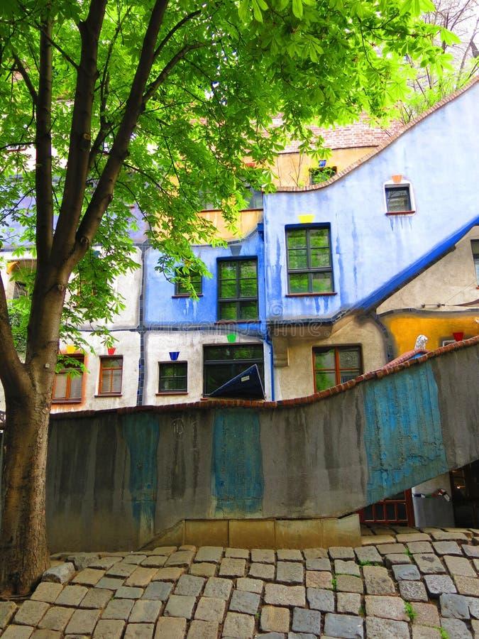 Vila de Hundertwasser em Viena imagem de stock