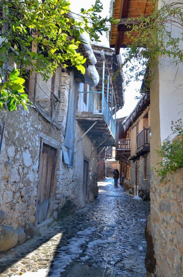 A vila de Kakopetria em Chipre sob a neve imagens de stock royalty free