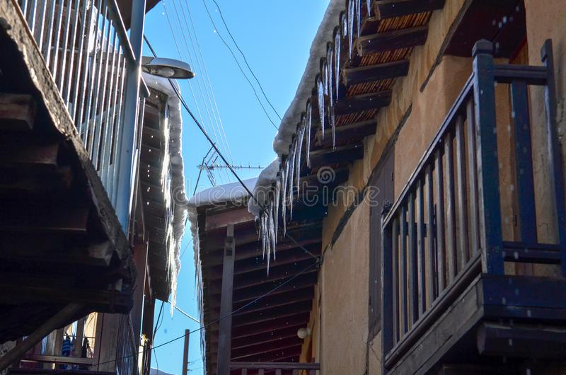 A vila de Kakopetria em Chipre sob a neve fotos de stock royalty free